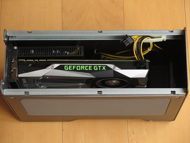 ブロワー型ファンのGeFoce GTX 1080 Founders Editionを搭載したところ。放熱について悩むことはないだろう