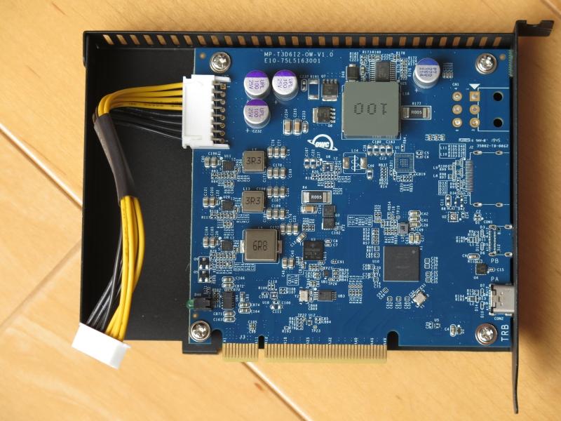 Thunderbolt 3をPCI Expressに変換するカードがこちら。Thunderbolt 3への85W給電のため、電源回路はやや大掛かりだ