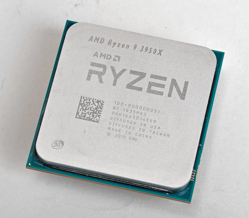 """Advanced Micro Devices<br><strong class=""""em """">Ryzen 9 3950X</strong><br>実売価格:99,000円前後<br>Ryzen 9の最上位モデル。16コア32スレッドというウルトラハイエンド並みのメニーコアで、CGレンダリングやエンコード、写真編集まで安定して爆速。Ryzen Threadripperに比べて扱いやすい点も魅力。"""