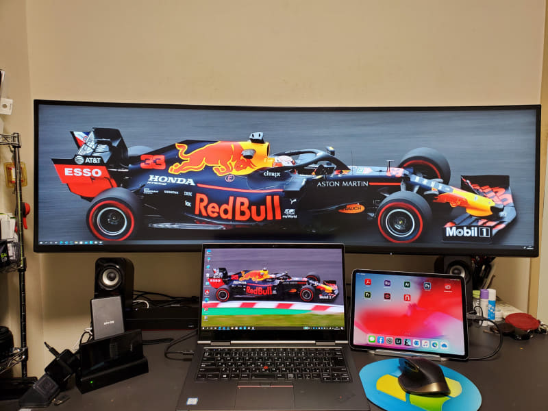 最終的には机の上にU4919DWを置くことにした。机の左側からはみ出しているがこれで良しとした