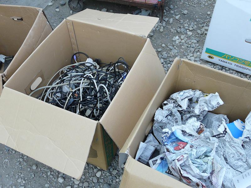 送ったときの段ボール箱やマニュアル類などの紙も焼却せず、再資源化される