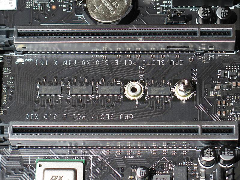 x16とx8+x8の切り替えはASMediaのASM1480によって行なわれる