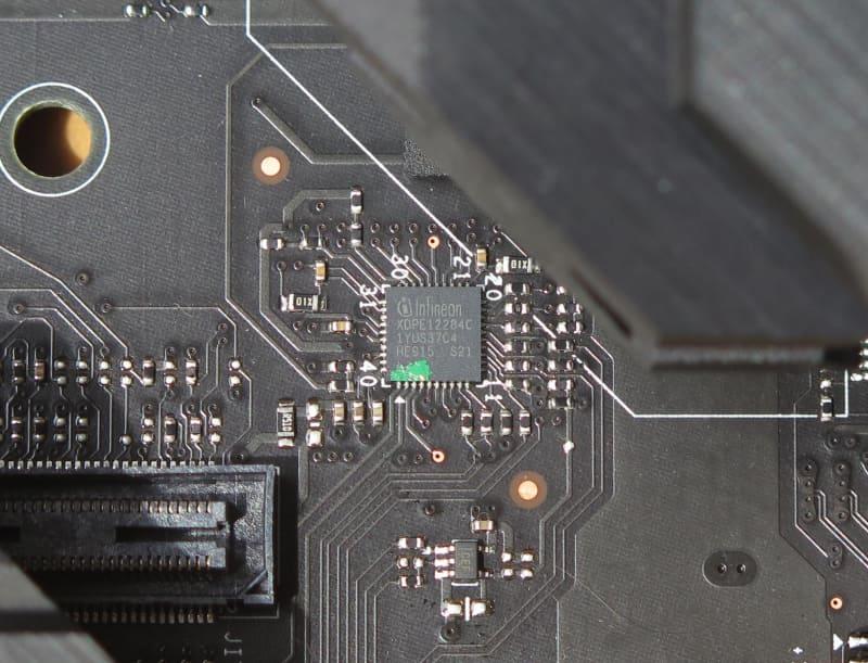 PWMコントローラはInfineonの「XDPE12284C」
