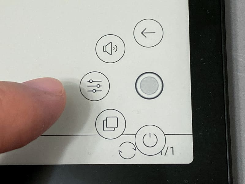 タップするとメニューが展開する。画面上に指を伸ばすよりもこちらのほうが操作しやすい