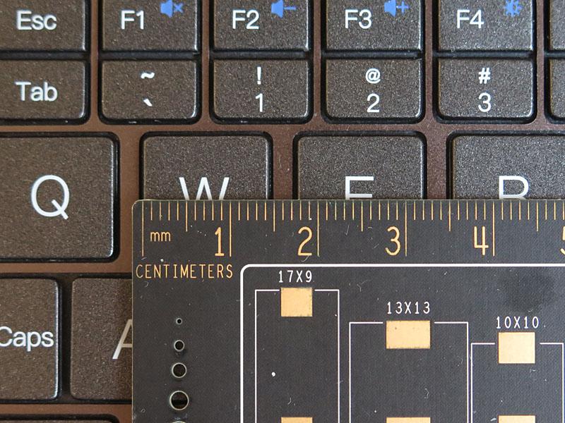 キーピッチは主要キーで17.5mm確保している