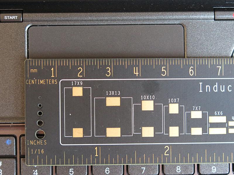 タッチパッドは約56×31mmとかなり小さいが、俊敏に操作できる