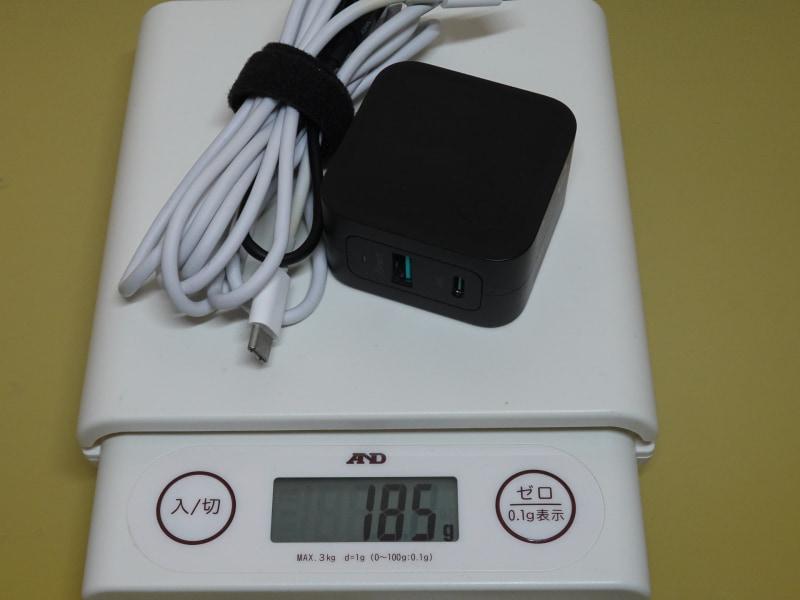 筆者が使っているRAVPowerの「RP-PC133」とAppleの「USB Type-C充電ケーブル(2m)」