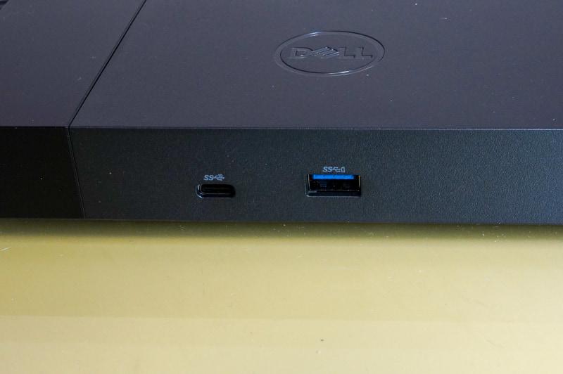 WD19 180Wは前面側にももう1つUSB Type-Cポートが用意されているが、そちらはDisplayPort Alt Mode非対応なのでUSBのロゴだけがついている