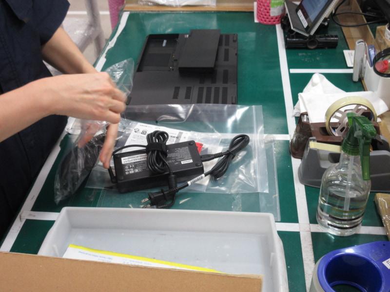 着荷したPCを確認する作業