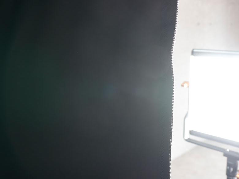 遮光性の高い素材を使用