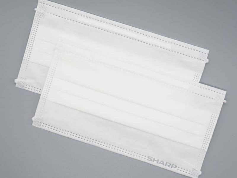 シャープが国内製造している1箱50枚入りの不織布マスク「MA-1050」。税別価格は2,980円(送料別)
