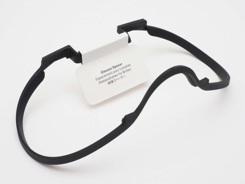 眼鏡を装着したままヘッドセットをかぶるさいに使用する「眼鏡スペーサー」