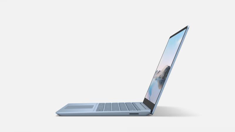 本体の右側面。Surface Connect端子が用意されている