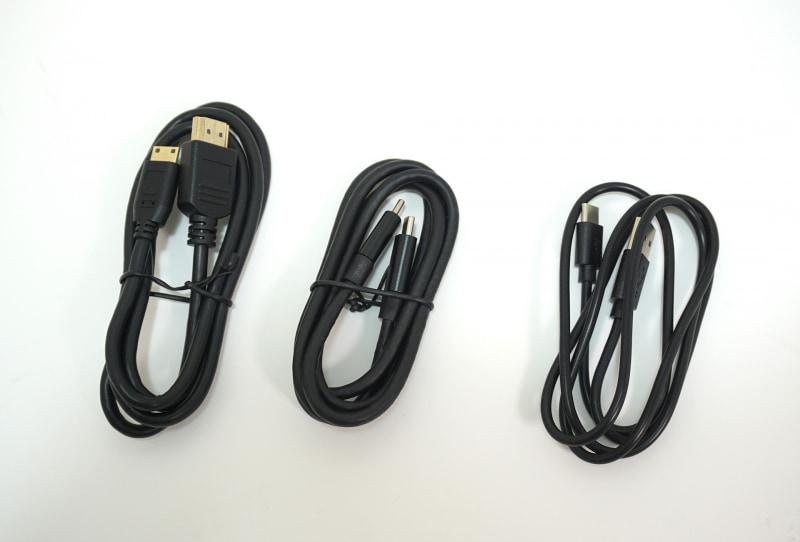 電源供給用のケーブルやディスプレイケーブルはひととおり同梱される