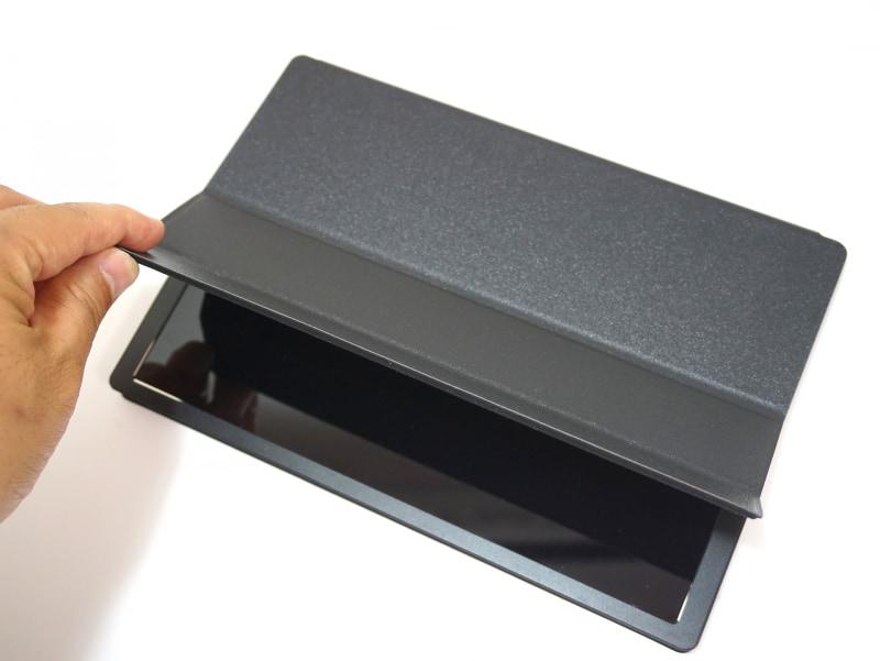 専用カバーで本体を包むようにして収納する
