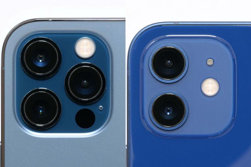 iPhone 12 Pro(左)は上に広角、下に望遠、右に超広角カメラ、iPhone 12(右)は上に超広角、下に広角カメラを搭載