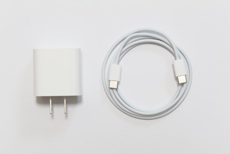 20W USB-C電源アダプタとUSB-C充電ケーブル(1m)
