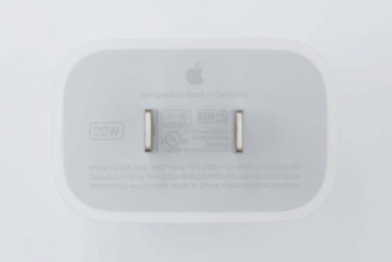 20W USB-C電源アダプタの仕様は、入力100-240V~0.5A、出力5V/3A、9V/2.22A