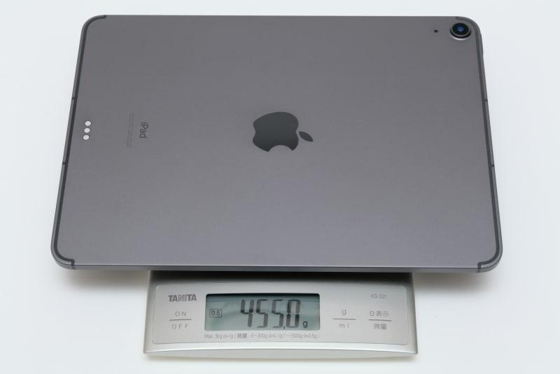 本体の実測重量は455g(Wi-Fi+Cellularモデル、256GBの場合)