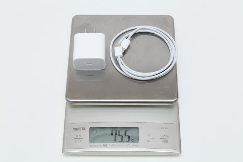 20W USB-C電源アダプタとUSB-C充電ケーブル(1m)の合計重量は実測75.5g
