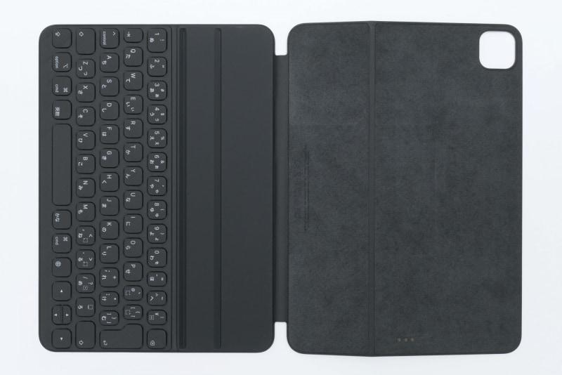 背面側のカメラ穴は11型iPad Pro(第2世代)に合わせて大きく開けられている