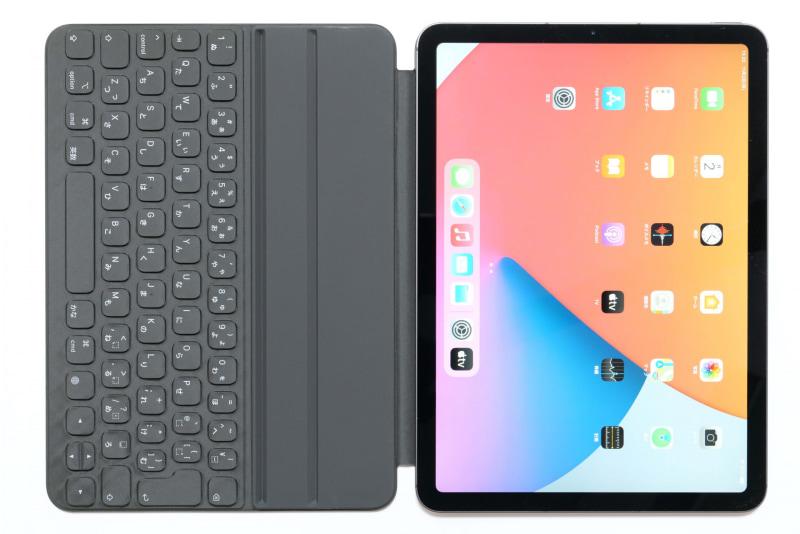Smart Keyboard Folioのキーボード側がディスプレイを保護するカバーとなる