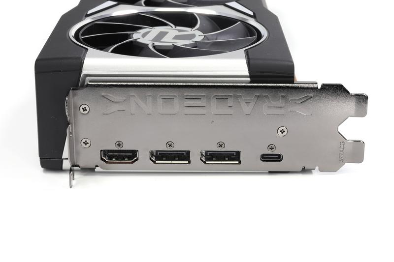 画面出力端子。DisplayPort 1.4(×2基)、HDMI 2.1、USB Type-C