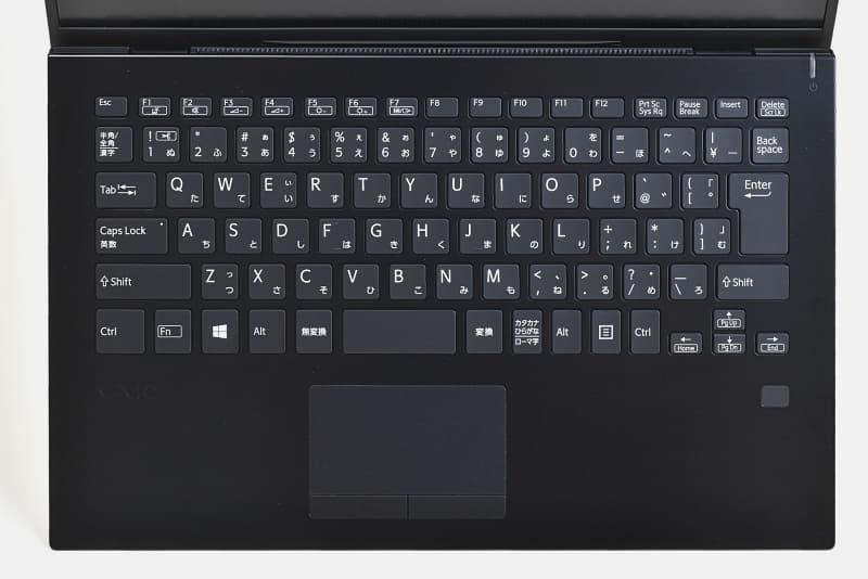 バックライト搭載のキーボード。主要キーは約19mmのピッチを確保しており、快適に操作できる
