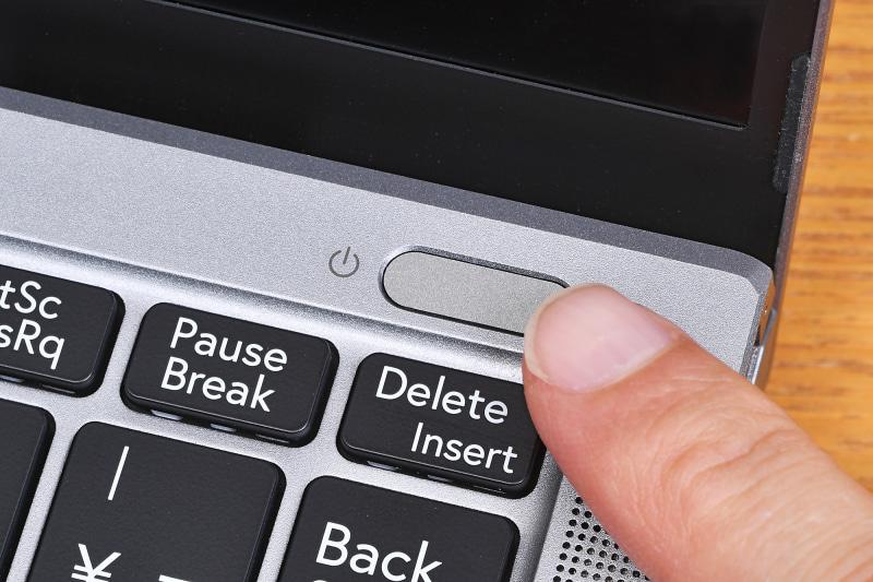 電源ボタンに指紋センサーが搭載され、Windows Helloに対応している