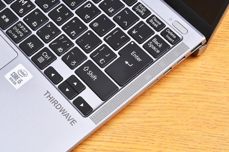 ノートパソコンでは右側のキーにしわ寄せがいく例が少なからずあるのだが、F-14ICは美しい配置。とくにEnterキー回りのキーのサイズや配置にムリがない