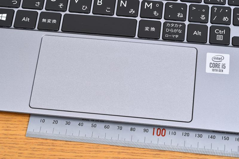 このクラスとしては大型のタッチパッドを採用。高精細タイプなので使い勝手もよい