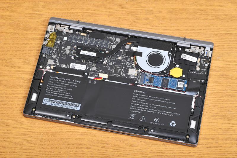 パソコンの内部構造のデザインも美しくまとめられている