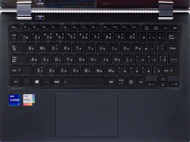 キーボードはテンキーなしのアイソレーションタイプ。ファンクションキーが小さいもののとくに歪な並びはない