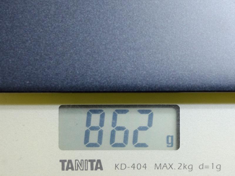 重量は実測862gと、公称の888gよりさらに軽い