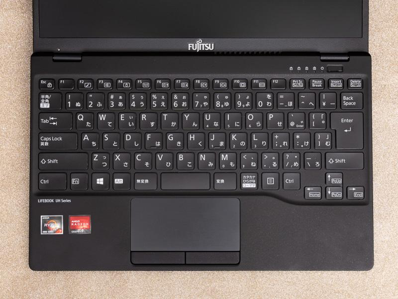 縦横ともに約19mmのピッチを確保している。右Altキーを省く一方、BackSpaceキーとEnterキーなど小指で操作する両端のキーを大きく確保し、さらにカーソルキーを一段下げて配置している。とても使いやすい配列だ