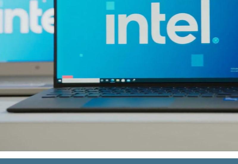 画面中央タスクバーのアイコンの右端がVAIOの設定と見られるアイコン