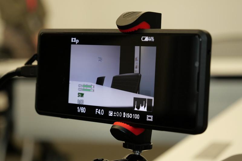 Xperia PROの外部モニターアプリを起動すると、接続したα1のライブ映像がリアルタイムに表示される