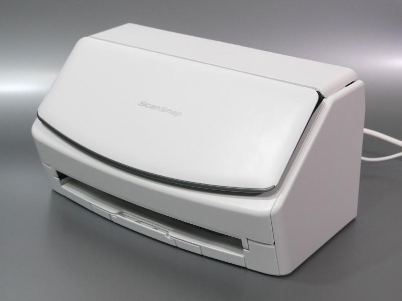 収納状態。外観は従来のiX1500と同一だが、カバー先端部パーツの配色のみが異なる
