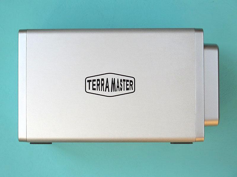 側面にTerraMasterのロゴ