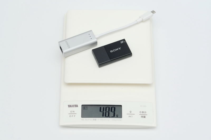 これまでExpertBook B9と一緒に持ち歩いていたLANアダプタとSDカードリーダの重量は合わせて48.9g。これを持ち出す必要がなくなるので、トータルでの重量はWU2/E3単体のほうが軽くなる