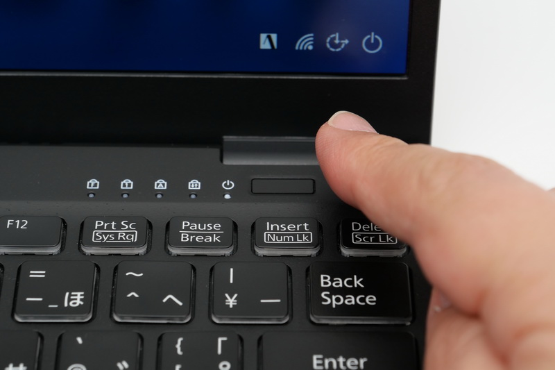 生体認証機能は、電源ボタン一体型の指紋認証センサーのみとなった