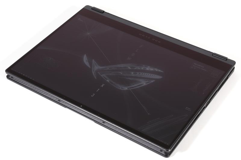 液晶パネルはタッチ操作対応で、ヒンジを360度回転させればタブレットスタイルで利用できる