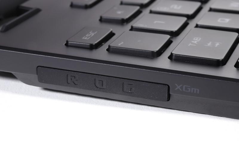 ROG XG Mobile Interfaceを使用しない場合は、コネクタカバーを取り付けて端子を保護する