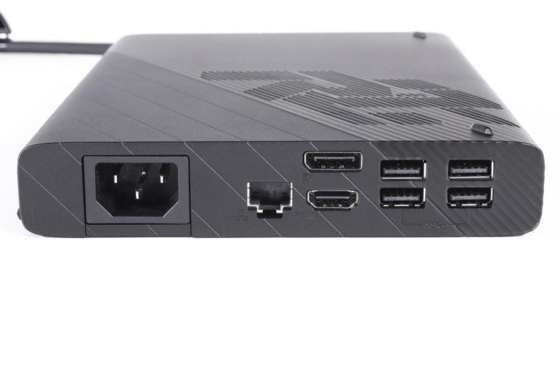 本体背面のインターフェイス。HDMI 2.0、DisplayPort 1.4、USB 3.2 Gen1(4基)、Gigabit Ethernet、AC入力