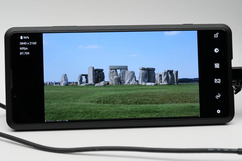 映像機器を接続して外部モニターアプリを起動すると、入力映像が表示される