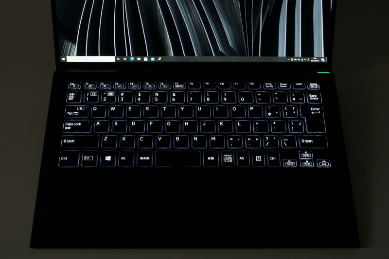 VAIO Zのキーボードバックライト。ライトがキーの印字を透過するようになった