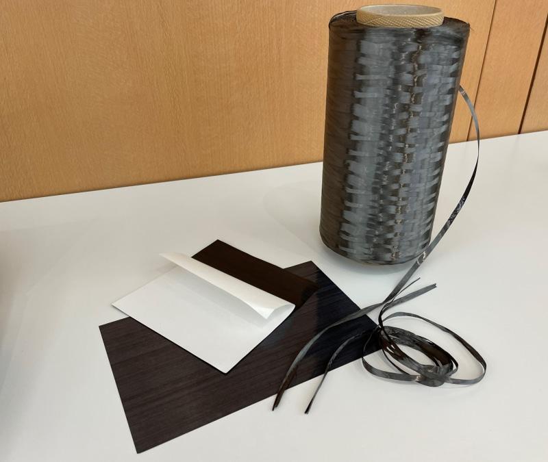 カーボンファイバーの繊維を積層させて4面が作られている