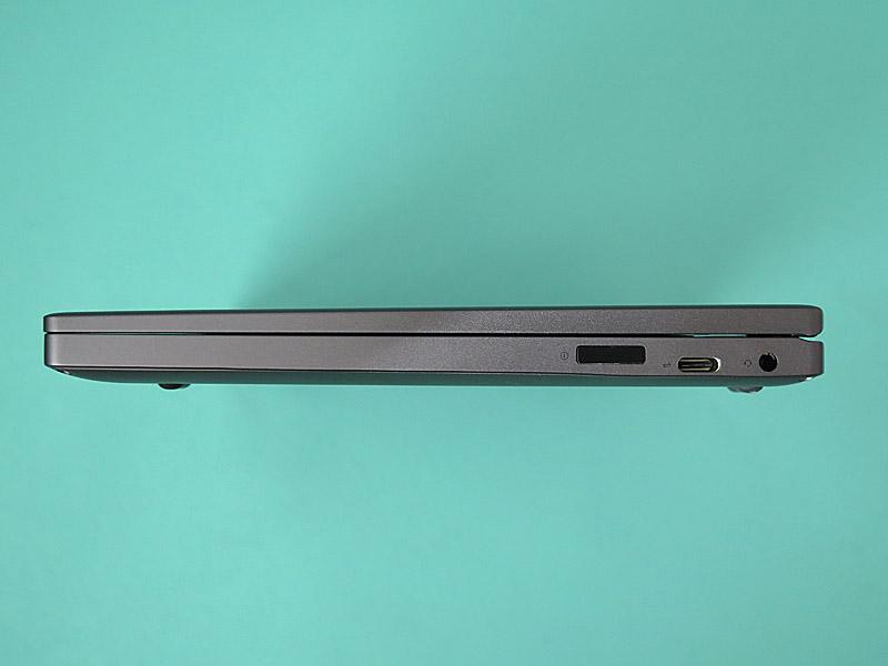 右側面は電源ボタン兼指紋センサー、USB 3.0 Type-C、3.5mm音声入出力