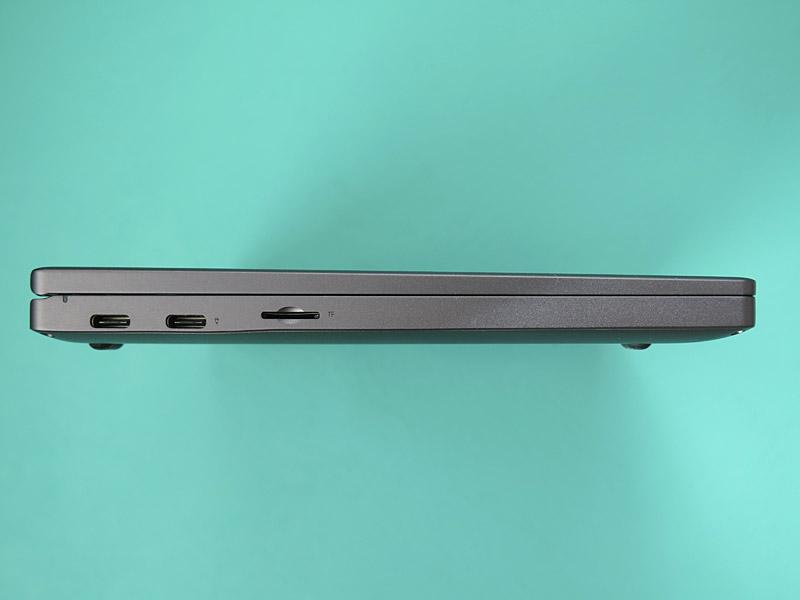 左側面はUSB 4.0 Type-C×2とmicroSDカードスロットを装備