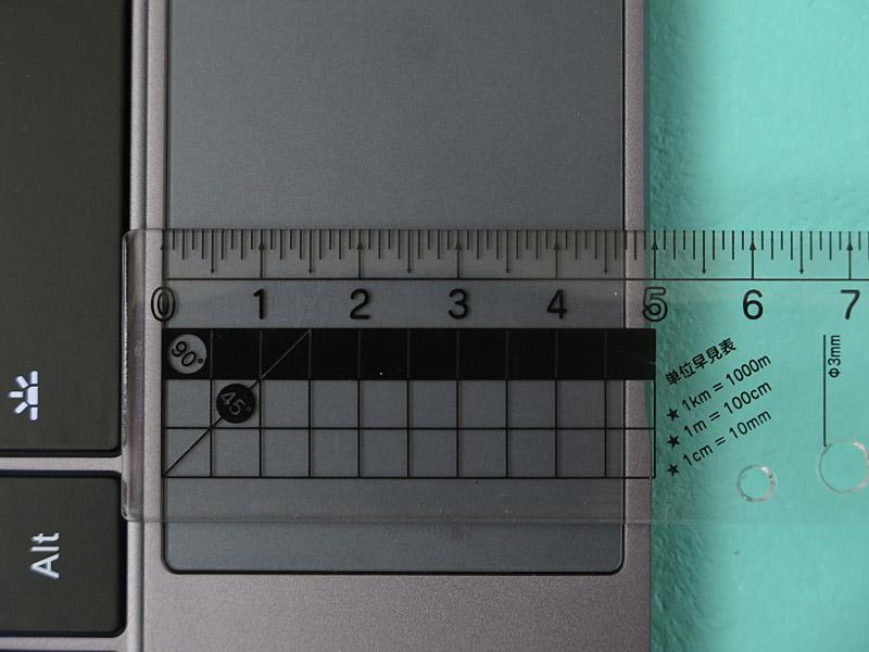 タッチパッドは実測90×47mmと、こちらも操作性が良い